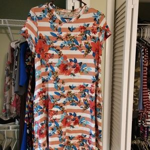 Dresses & Skirts - Floral and Stripes Swing Dress, M, NWT